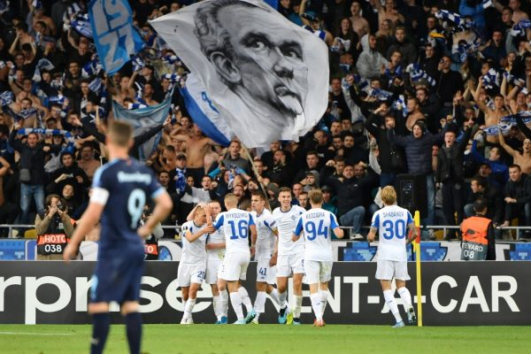 Dynamo's players celebrate after scoring a goal during the UEFA Europa League Group B football match between FC Dynamo Kyiv and Malmo FF at the NSK Olimpiyskyi stadium in Kiev on September 19, 2019. (Photo by SERGEI SUPINSKY / AFP)