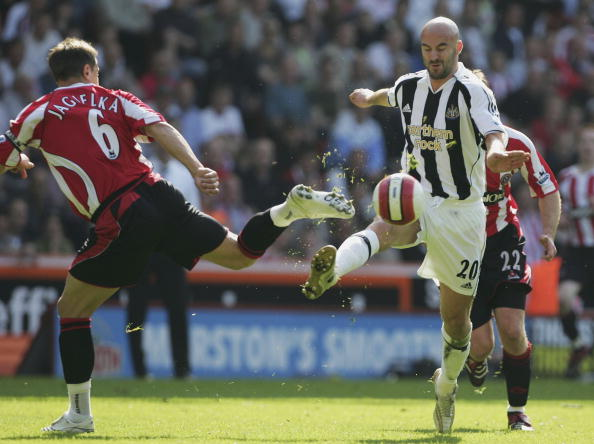 SHEFFIELD, UNITED KINGDOM - APRIL 7:  Phil Jagielka of Sheffield and Antoine Sibierski of Newcastle challenge for the ball during the Barclays Premiership match between Sheffield United and Newcastle United at Bramall Lane on April 7, 2007 in Sheffield, England. (Photo by Matthew Lewis/Getty Images)